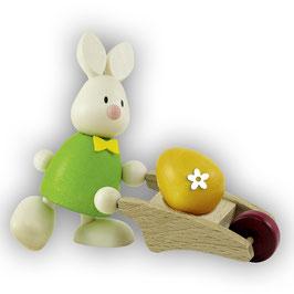 Max mit Schubkarre und Ei
