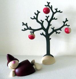 Wicht liegend unterm Apfelbaum