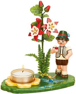 Blumenjunge mit Akelei und Teelicht
