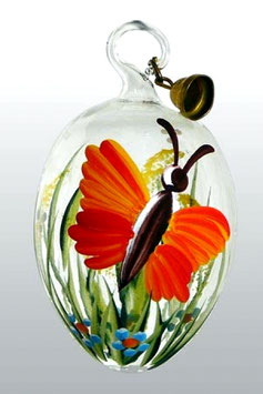 Osterei aus Glas mit handbemaltem Schmetterling