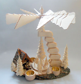 Pyramide mit Räucherhaus