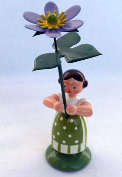 Mädchen mit Leberblume