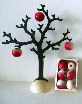 Apfelbaum mit Obststiege