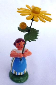 Mädchen mit gelber Margerite