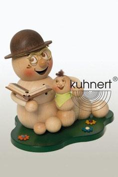Opawurm Rudi mit Enkelkind