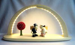 LED- Leuchterbogen mit Blütenbaum und Brautpaar