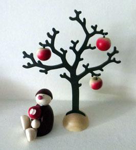 Wicht unter Apfelbaum