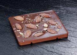 Tafelschokolade Vollmilch mit 38% Kakaoanteil mit gerösteten Mittelmeermandeln und Fleur de Sel