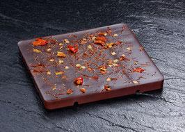 Dunkle Tafelschokolade mit 63% Kakaoanteil mit Espelette Chili aus dem französischen Baskenland