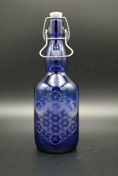 0,75L blaue Glasflasche - Blume des Lebens .2