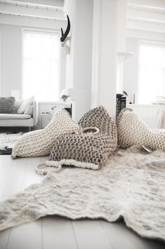 Knitted bean bag medium