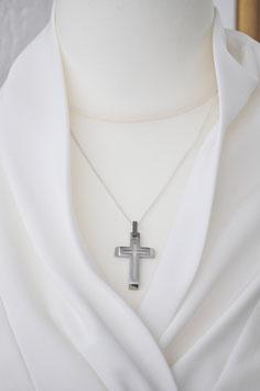 Modernes Kreuz in silberfarben
