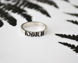 Geometric stripe ring