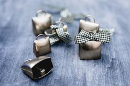 2 x Ziegenglocken aus Messing mit Band - Glöckchen als rustikale Tischdekoration