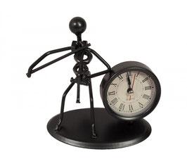 Uhr mit Skulptur