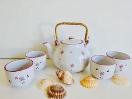 Asiatisches Teeservice mit Blumendekor