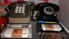 SOCLE POUR TELEPHONE AVEC EMPLACEMENT BLOC NOTE ET STYLO.  PLATIGNUM REF : 912