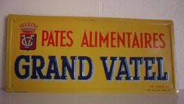 PLAQUE EN METAL: PATES LE GRAND VATTEL  LETTRAGE GAUFFRE  ANNEE 50/60.