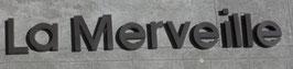"""ENSEIGNE """" LA MERVEILLE """"   EN METAL PEINT  LONGUEUR TOTALE ENVIRON 4 METRES"""