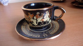 LOT DE 4 TASSES ET SOUS TASSES  GRECQUES FAITES A LA MAIN . 24 k  OR .ANNEE 1989