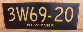 PLAQUE EN METAL NEW YORK  . LETTRAGE EN RELIEF.