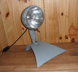 LAMPE DE GARAGE A PARTIR D UN PHARE MARCHAL N 632  PLACE SUR  UN PIED