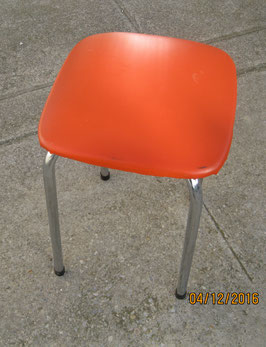 TABOURET ORANGE CARRE  PIEDS CHROMES