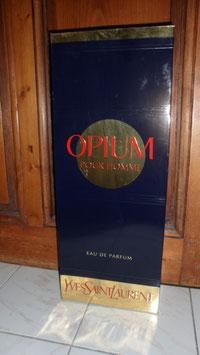 BOITE EN CARTON OPIUM POUR HOMME YVES SAINT LAURENT  POUR DECOR DE MAGASIN. HAUT 50 CM LARG 20 CM