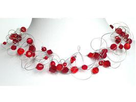 Halskette mit roten Perlen auf weicher Stahlseide 6-reihig