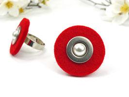 Ring silberfarben mit roter Filzscheibe, Edelstahlscheibe und Wachsperle, größenverstellbar