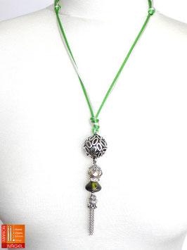 """Halskette mit Kugelanhänger und Seidenbändern """"Grün Silber"""""""