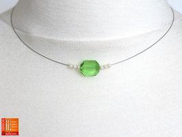 Puristische Halskette Collier PUR 7 mit grüner Glasschliffperle und Zuchtperlen