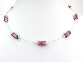 Halskette mit Blütenperlen und Zuchtperlen auf weicher Stahlseide