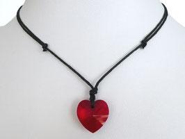 Halskette mit rotem Herz aus Kristallglas und Baumwollband