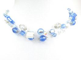 Halskette aus Nylonschnüren und Glasperlen, 3-reihig, hellblau/weiß/kristallklar