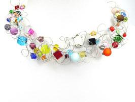 Halskette mit bunten Perlen auf weicher Stahlseide 6-reihig