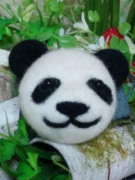 可愛いパンダのブローチ