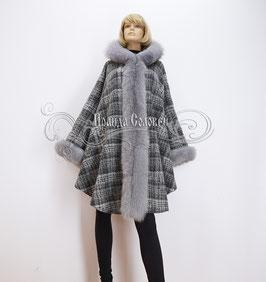 """Тёплое пальто-пончо с капюшоном """"Клетка"""" с натуральным мехом серого песца"""