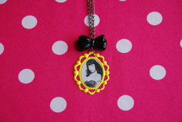 Collar Camafeo Bettie Page