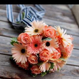 Bouquet delicato con gerbere e rose