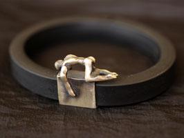 Armreif mit Silberfigur