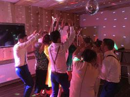Licht- und Tonanlage für 40 bis 120 Personen und Veranstaltungen mit 50 bis 150 m² Eventfläche mieten