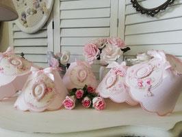 RESERVE  : Cinq abat-jour rose poudré décor floral & trois abat-jour beige ivoire décor couronne et mésange