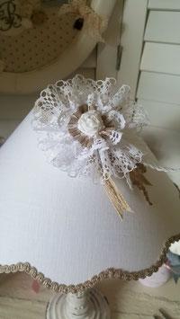 COMMANDE RESERVEE  - Abat-jour festonné en lin blanc - fleur en dentelle