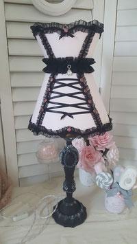 VENDUE  : Lampe de charme pied ancien patine noire & abat-jour corset rose pâle et noir