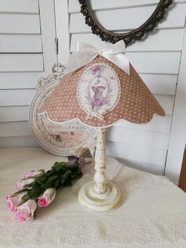 """RESERVE  : Une lampe avec abat-jour plumetis et décor """"corset"""""""