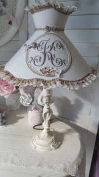 COMMANDE RESERVEE  - Lampe de table - esprit shabby chic - abat-jour frou frou en lin ivoire - lettre brodée K