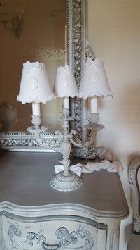 Abat-jour en lin blanc - camée blanc et bordures petits noeuds dentelle fine (Ref AL14)