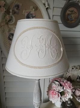 RESERVE : Abat-jour de forme classique en lin beige ivoire et monogramme YM