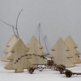 Dekorativer Weihnachtsbaum aus Naturholz
